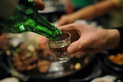 Tiết lộ sốc sau 26 năm nghiên cứu: Một ngụm rượu cũng làm tăng nguy cơ mắc bệnh
