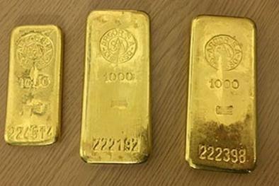 Mua tủ bếp cũ, bất ngờ phát hiện 3 khối vàng ròng trị giá 2,3 tỷ bên trong