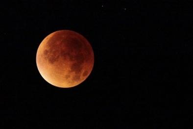 Trung Quốc dự định ra mắt 'Mặt trăng nhân tạo' để thắp sáng bầu trời vào ban đêm