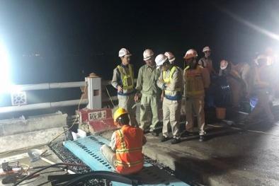 Bất ngờ vật liệu siêu đông cứng sửa chữa 'thần tốc' khe co giãn trên cầu Thanh Trì