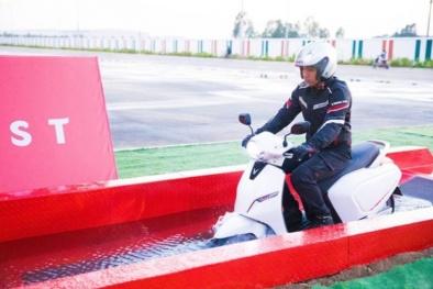 Điểm ưu việt của xe máy điện Klara 21 triệu: Vượt đường ngập nước, màn hình LCD