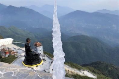 Xuất hiện băng giá tại đỉnh Fansipan, Sapa