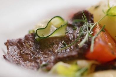 Khám phá công nghệ siêu việt ẩn chứa trong miếng thịt bò nhân tạo đầu tiên trên thế giới