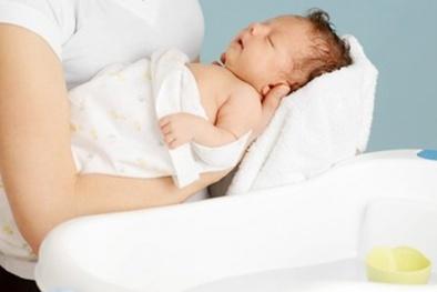 Thời tiết rét đậm rét hại, làm sao tắm cho trẻ không ốm?