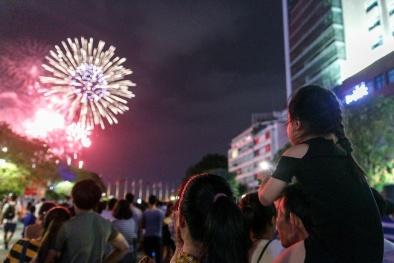 Tết Dương lịch 2019: 3 miền đồng loạt bắn pháo hoa