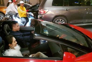 'Soi' Lamborghini Aventador LP700-4 Roadster Tuấn Hưng lái 'đi bão' mừng đội tuyển Việt Nam