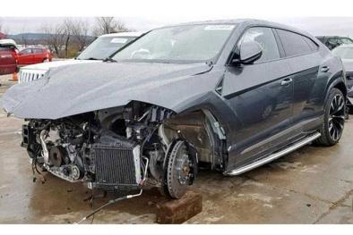 Tìm chủ nhân cho siêu SUV Lamborghini Urus nát phần đầu, giá khởi điểm 2,67 tỷ