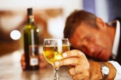 Vui Tết Nguyên đán Kỷ Hợi, làm sao để tránh bị ngộ độc rượu?