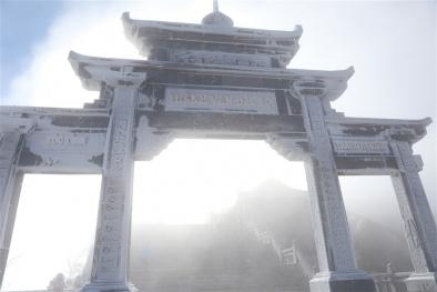 Băng giá tiếp tục xuất hiện tại đỉnh Fansipan ngày mồng 3 và 4 Tết