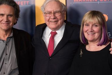 Warren Buffett làm gì để con ngoài 20 tuổi mới biết nhà mình giàu?