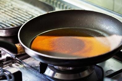 Sử dụng dầu ăn qua nhiều lần có thể kích hoạt ung thư vú lây lan?