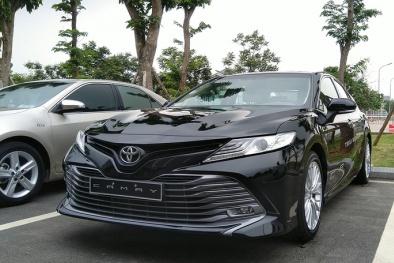 Toyota Camry mới hàng nhập, rẻ hơn tới 67 triệu đồng/ chiếc, khách mua sớm 'tiếc đứt ruột'