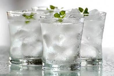 Nước lạnh - Tác hại đến không thể ngờ nếu uống kiểu này