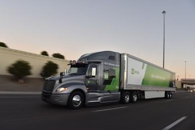 Mỹ thử nghiệm xe tải tự lái có khả năng phân phát bưu kiện tự động