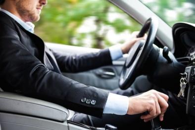 Những nguyên tắc vàng khi cầm lái ô tô để không trở thành 'xe điên'