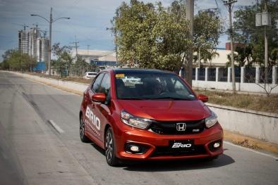 Hai chiếc ô tô 'mới toanh' tầm giá 300 triệu này sắp lăn bánh trên đường phố Việt