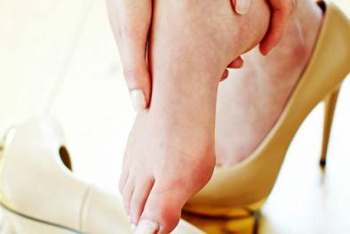 Mang giày cao gót- đẹp, thanh lịch nhưng nếu lạm dụng tác hại khó lường
