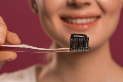 Cảnh báo nguy hiểm: Sản phẩm kem đánh răng chứa than và soda gây hủy hoại răng