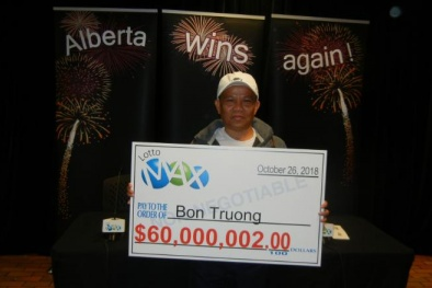 Một người gốc Việt vừa trúng xổ số trị giá hơn 1,4 nghìn tỷ tại Canada