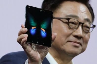 Điện thoại Samsung Galaxy Fold có thể gập giá 2.000 USD: Tiết lộ ngày ra mắt lại