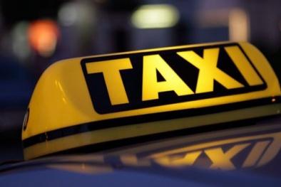 Bộ Giao thông Vận tải giữ quan điểm gắn hộp đèn 'TAXI' cho taxi công nghệ