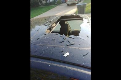 Cảnh báo nguy hiểm: Bình dầu gội phát nổ trong xe, bắn xa 20 mét
