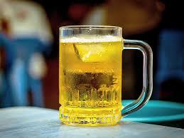Tự lấy bia bố mẹ cất trong tủ lạnh ra uống, bé trai 8 tuổi bị hôn mê sâu phải nhập viện