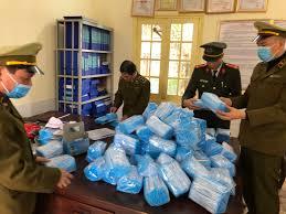 Bắt vụ vận chuyển 55 nghìn khẩu trang y tế không nhãn mác