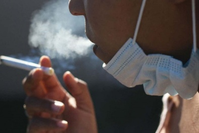 Người hút thuốc lá có nguy cơ nhiễm virus corona cao gấp 5 - 7 lần?
