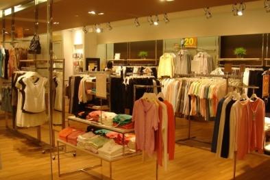 Cửa hàng bán đồ thời trang không rõ nguồn gốc