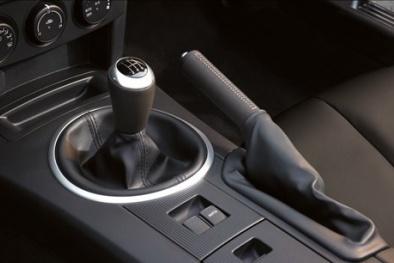 Sơ suất nhỏ hậu quả lớn mọi tài xế nên biết nếu quên hạ phanh tay khi đỗ ô tô