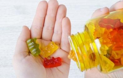 Bổ sung vitamin dạng kẹo dẻo cho con- lợi ít hại nhiều nếu lạm dụng