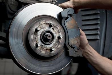 Bàn đạp phanh ô tô thấp, hụt- dấu hiệu cho thấy nhiều bộ phận cần xử lý ngay