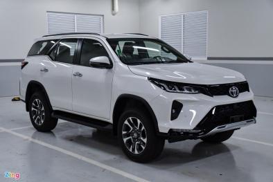 Giá khoảng 1,2 tỷ đồng, Toyota Fortuner 2.4 Legender mới về đại lý có gì đặc biệt?