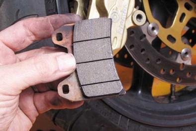 Bảo dưỡng và thay mới má phanh xe máy cần lưu ý để tránh mất an toàn