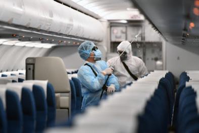 Đề xuất ưu tiên tiêm vaccine đợt 1 cho các đối tượng thuộc nhóm nhân viên hàng không