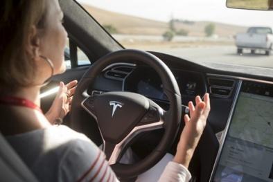 Liên tục xảy ra các vụ tai nạn, hệ thống lái tự động của Tesla bị điều tra