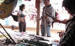 'Vũ khí nóng' được bán công khai tại chợ