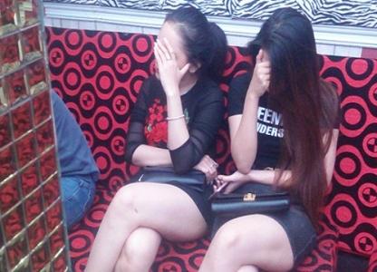 Bắt quả tang hàng chục dân chơi phê ma túy trong nhà hàng karaoke