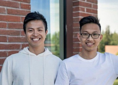 Hai thanh niên Việt sáng chế giày từ cốc cà phê và rác nhựa