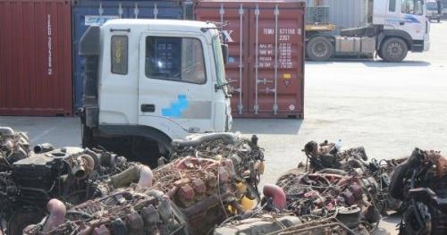 Bắt 'nóng' lô phụ tùng ô tô nhập lậu trà trộn trong container phế liệu tại cảng Cái Mép