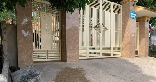 Hanoi asked to check the design and quality of school gates
