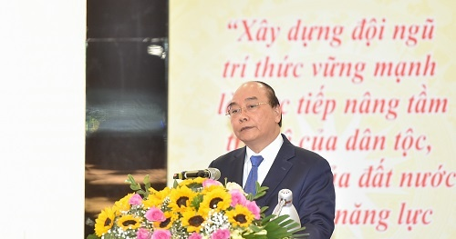 Prime Minister Nguyen Xuan Phuc: Scientists are national assets