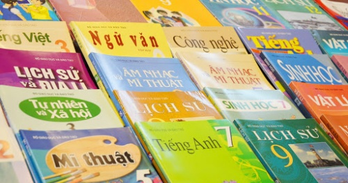 Which 'standard' does Hanoi choose textbooks in general education institutions?