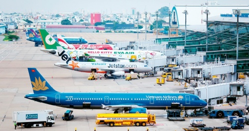 After Tan Son Nhat, it was Noi Bai airport's turn to stop entry to fight the epidemic